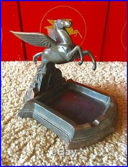 Vintage Mobil Oil Gas Pegasus Executive Desk Ash Tray Set